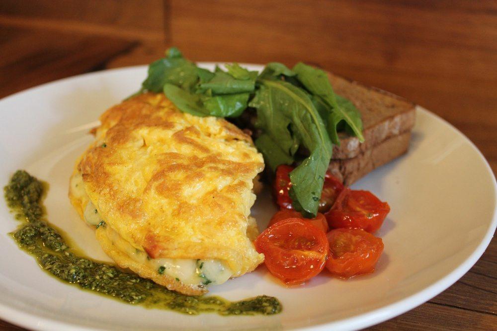 Raňajková omeleta s paradajkami
