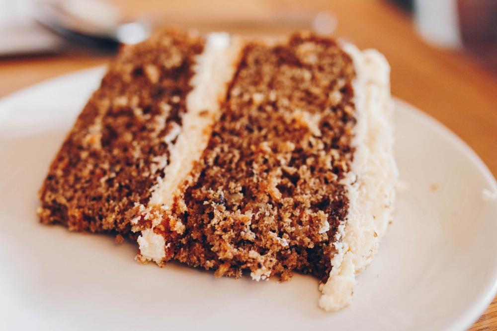 Mrkvový koláč s mascarpone plnkou