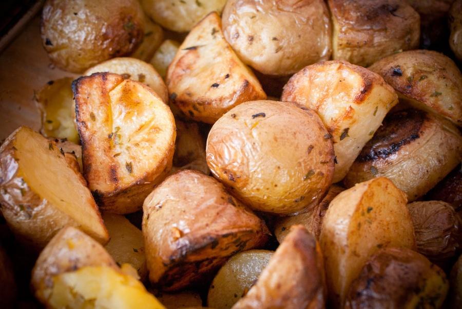 Pečené zemiaky s cesnakom a avokádom
